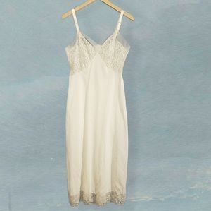 VINTAGE FRENELLE LACE NIGHTGOWN CREAM